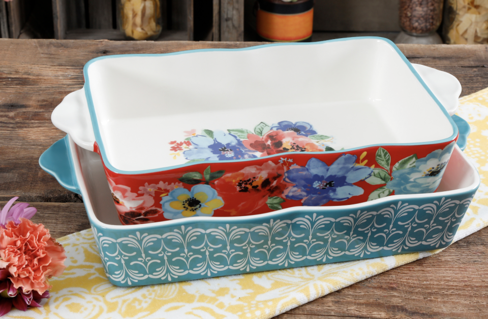 So pretty, you'll never forget it at your next potluck. (Photo: Walmart)