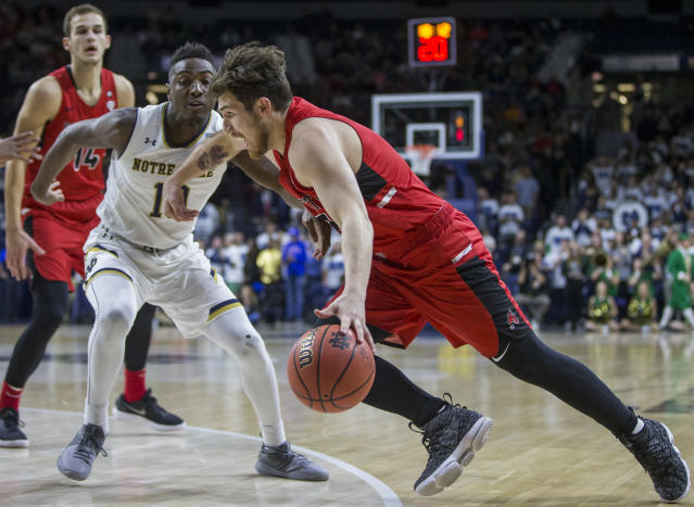 "Ball State's <a class=""link rapid-noclick-resp"" href=""/ncaab/players/126697/"" data-ylk=""slk:Tayler Persons"">Tayler Persons</a> (2) drives by Notre Dame's T.J. Gibbs (10) during the first half of an NCAA college basketball game Tuesday, Dec. 5, 2017, in South Bend, Ind. (AP Photo/Robert Franklin)"