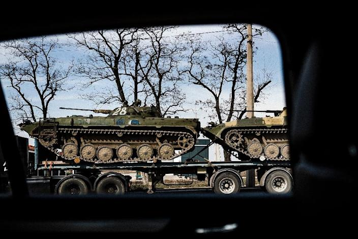 An Armoured Personnel Carriers loaded on a truck in the eastern Ukrainian city of Donetsk on March 27, 2015 (AFP Photo/Dimitar Dilkoff)