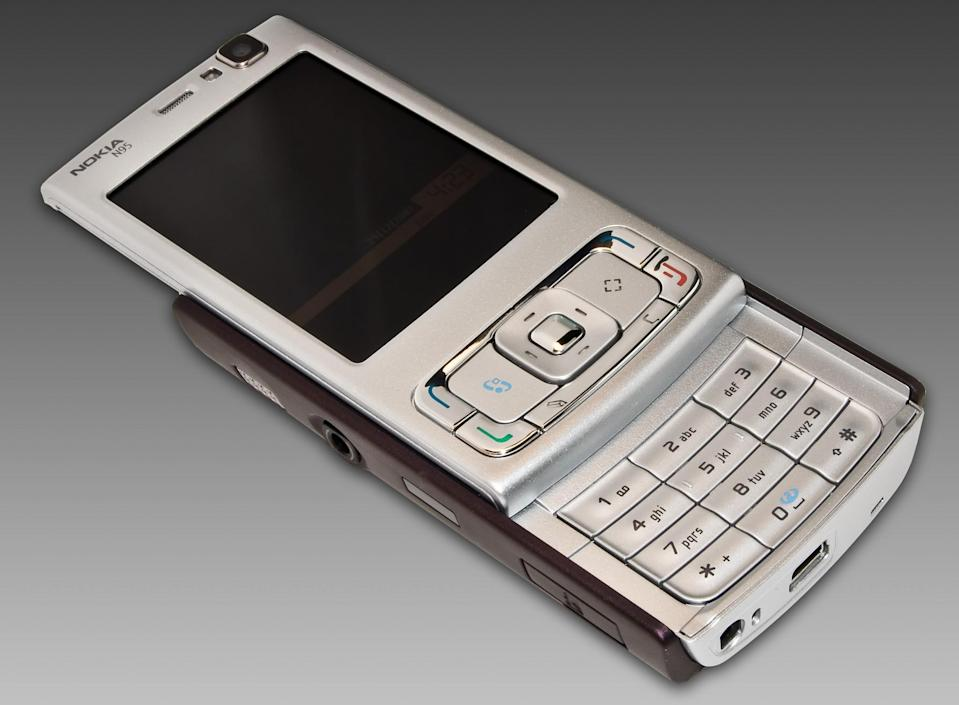 <p>Beyond calling and texting, this handset from 2007 was packed with a never-seen-before feature list including a 5-megapixel camera with auto focus and a flash, built-in GPS, FM radio and Bluetooth.(Asim18/Wikipedia) </p>