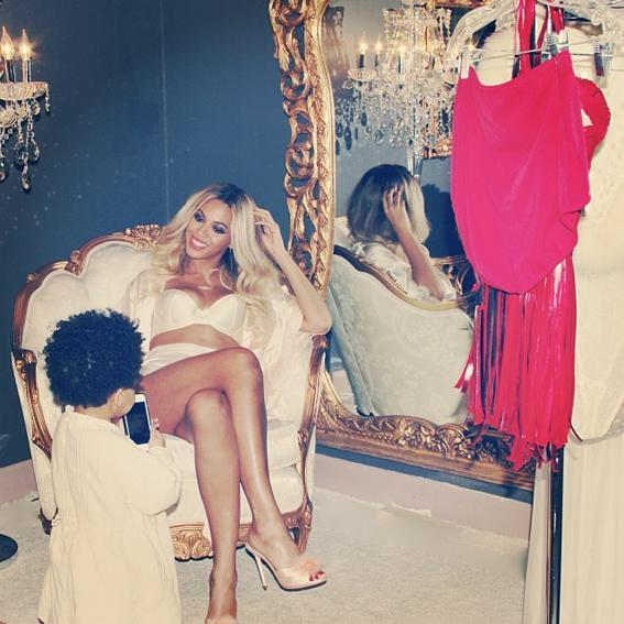 <p>Blue and Beyoncé spend time together before getting glam.</p>