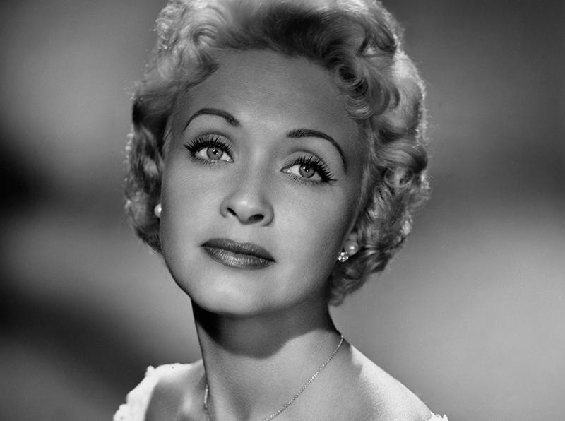 Actriz/cantante/bailarina Jane Powell en los 1950s -- (Photo by: Elmer Holloway/NBCU Photo Bank/NBCUniversal via Getty Images via Getty Images)