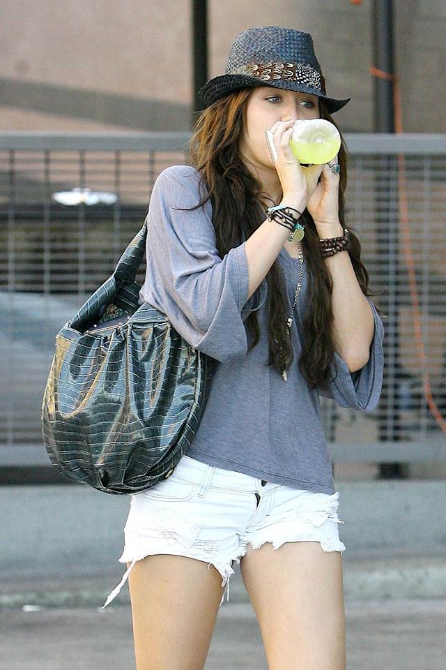 """At 16, should Miley be allowed to wear such short shorts? Scratch that. Should people of any age be allowed to wear such ugly shorts? ICE/<a href=""""http://www.x17online.com"""" target=""""new"""">X17 Online</a> - August 8, 2009"""