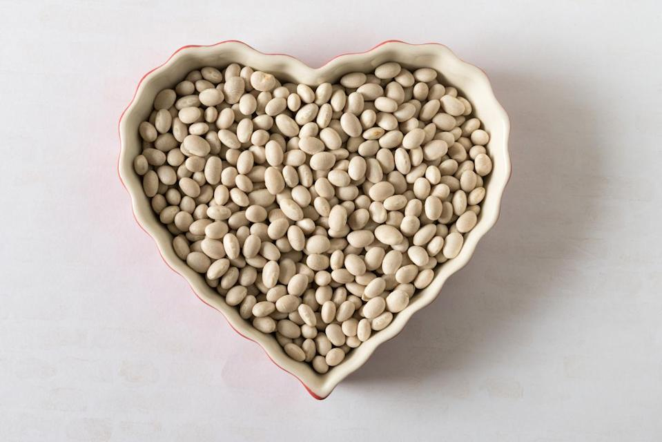 <p>There are multiple sorts of white beans. First, there are Great Northern beans — the sort we have already seen mixed in with black and kidney beans in chili. Then, we have cannellini beans or white kidney beans and, lastly, navy beans. Not at all blue, navy beans were famously included in the U.S. Naval diet during the 19th century. They are small with a mild, delicate flavor and cook for 90 to 120 minutes, according to the Bean Institute.</p>