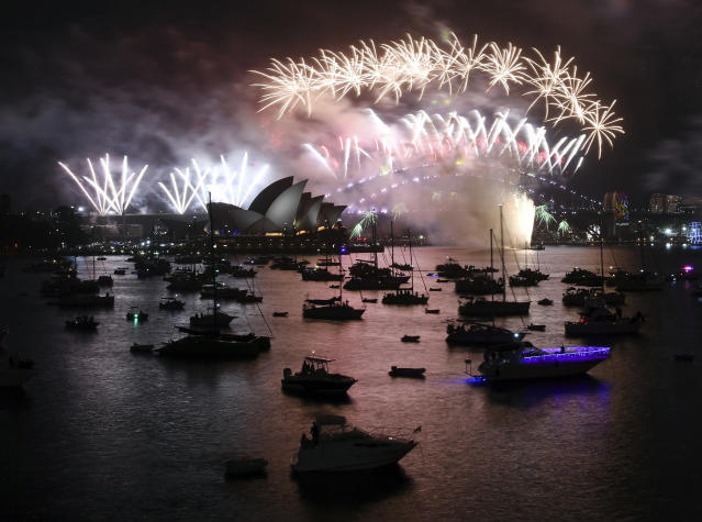 <p>Fireworks explode over Sydney Harbour during New Year's Eve celebrations in Sydney, Monday, Jan. 1, 2018. (Photo: David Moir/AP) </p>