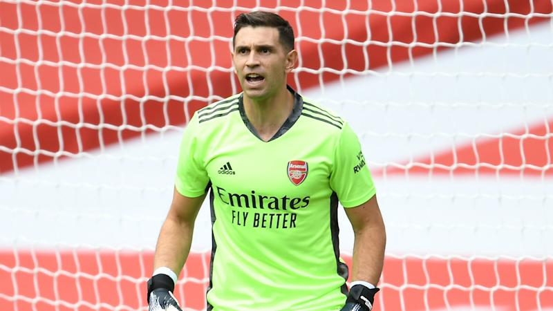 Arsenal keeper Martinez in emotional farewell ahead of reported Villa move