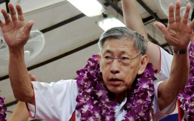 Ex-opposition MP Chiam See Tong is still studying the eligibility forms for the Presidential Election. (Yahoo! photo)