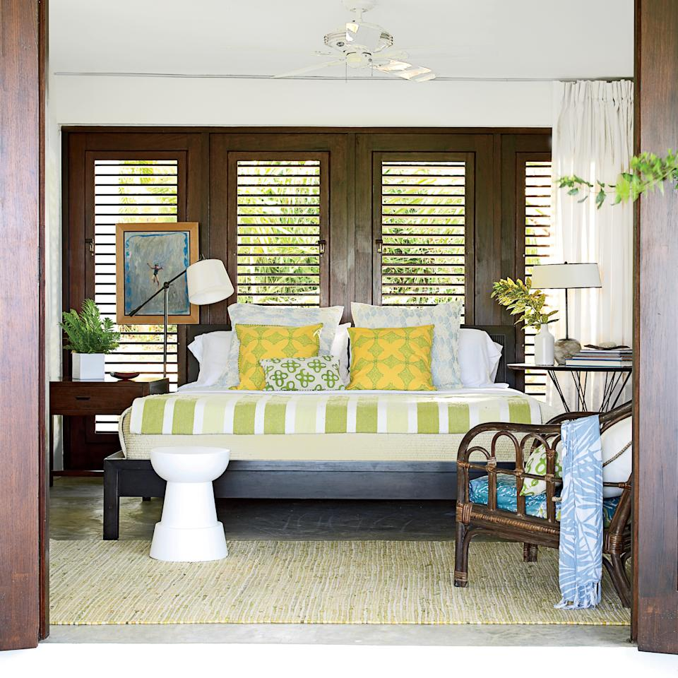 13 gorgeous island bedrooms for Island inspired bedrooms