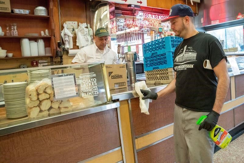 Virus brings worry, waiting at NYC's most famous eateries