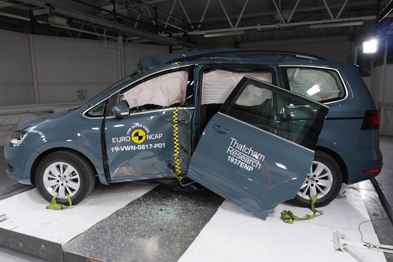 The Volkswagen Sharan's door came off during a pole impact test