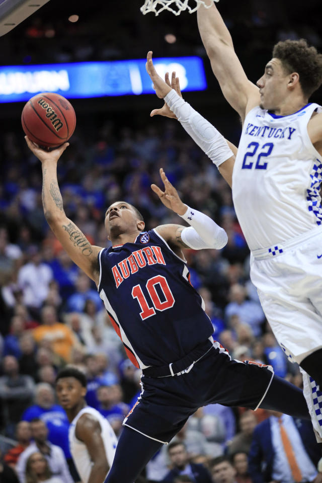 Auburn's Samir Doughty (10) shoot past Kentucky's Reid Travis (22) during the second half of the Midwest Regional final game in the NCAA men's college basketball tournament Sunday, March 31, 2019, in Kansas City, Mo. (AP Photo/Orlin Wagner)