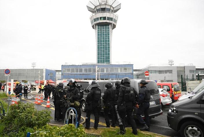 A man was shot dead at Paris' Orly airport on March 18, 2017 after he attacked a soldier and triggered a majorl security alert (AFP Photo/CHRISTOPHE SIMON)