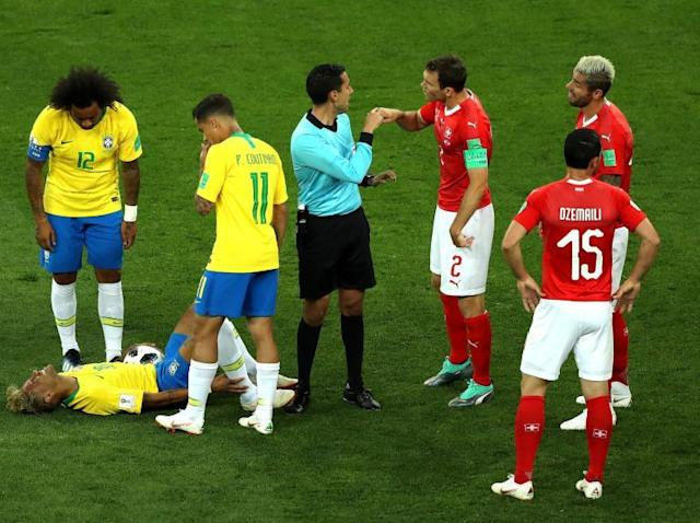 World Cup 2018: Stephan Lichtsteiner criticises referee and hails 'perfect' Switzerland defence in Brazil draw