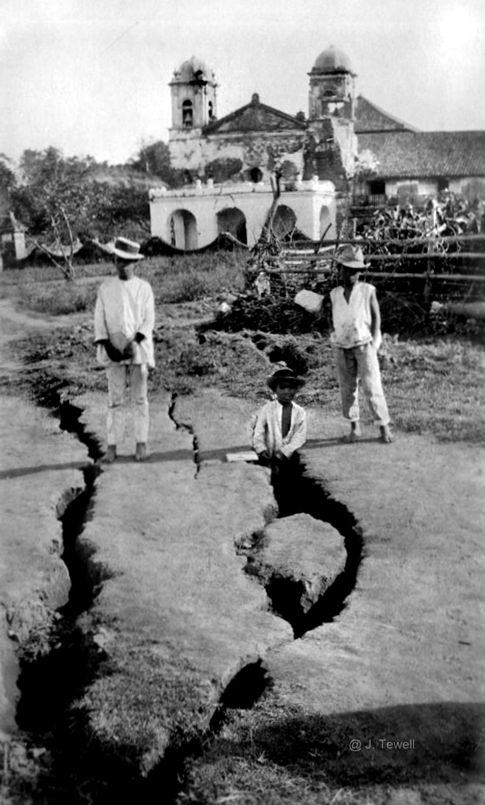 Earthquakes and tremors of increasing strength were recorded prior to Taal's eruption in 1911