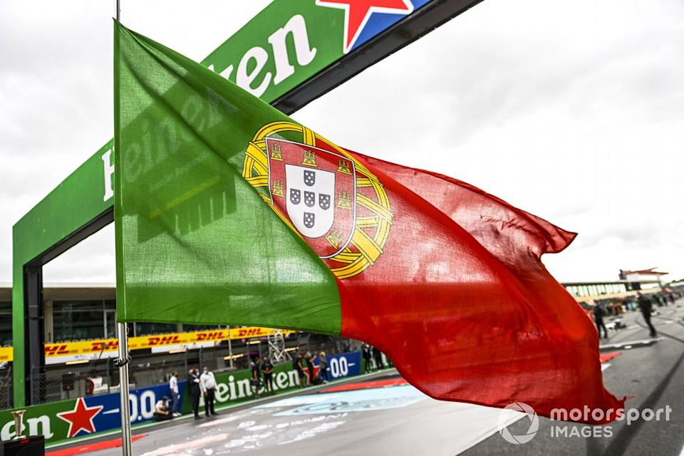 "La bandera portuguesa<span class=""copyright"">Mark Sutton / Motorsport Images</span>"