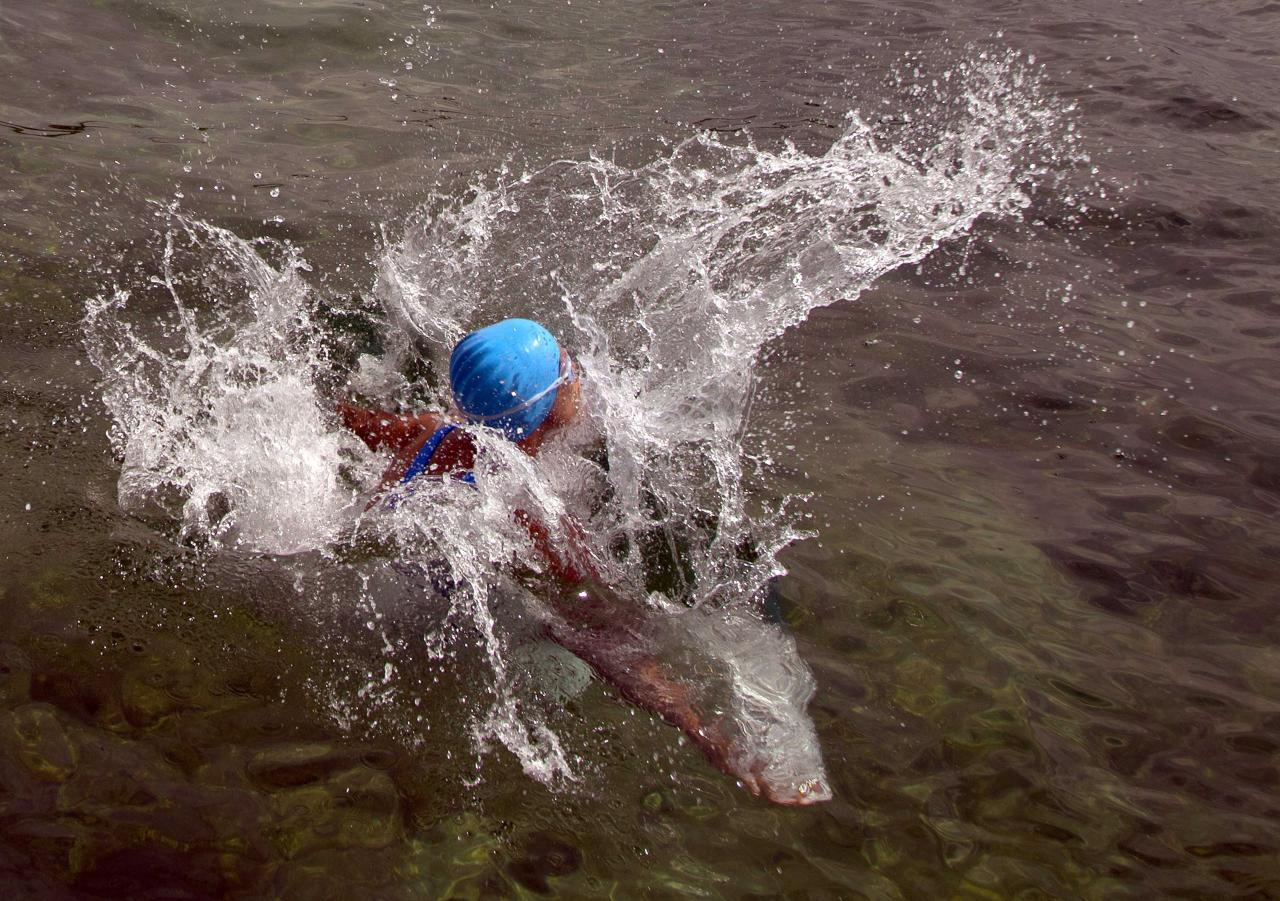 U.S. swimmer Diana Nyad starts her swim after jumping into the water off the coast of Havana, Cuba, Saturday, Aug. 18, 2012. Endurance athlete Nyad launched another bid Saturday to set an open-water record by swimming from Havana to the Florida Keys without a protective shark cage. (AP Photo/Ramon Espinosa)