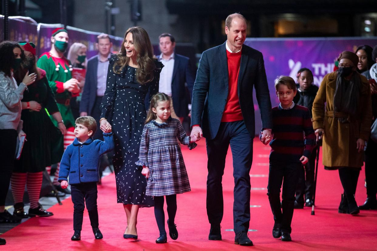 Britain's Prince William, Duke of Cambridge, his wife Britain's Catherine, Duchess of Cambridge, and their children Britain's Prince George of Cambridge (R), Britain's Princess Charlotte of Cambridge (3rd L) and Britain's Prince Louis of Cambridge (L) arrive to attend a special pantomime performance of The National Lotterys Pantoland at London's Palladium Theatre in London on December 11, 2020, to thank key workers and their families for their efforts throughout the pandemic. (Photo by Aaron Chown / POOL / AFP) (Photo by AARON CHOWN/POOL/AFP via Getty Images)