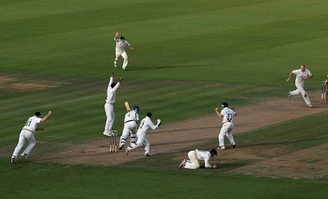 SOUTHAMPTON, ENGLAND - SEPTEMBER 14: Jimmy Adams of Hampshire is caught by William Porterfield of Warwickshire off the bowling of Chris Metters of Warwickshire during the LV County Championship match between Hampshire and Warwickshire at the Rosebowl on September 14, 2011 in Southampton, England. (Photo by Tom Shaw/Getty Images) *** BESTPIX ***