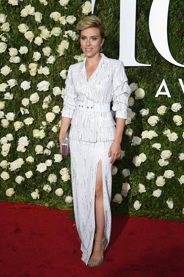 <p>The actress showed just the right amount of leg. (Photo: Getty Images) </p>