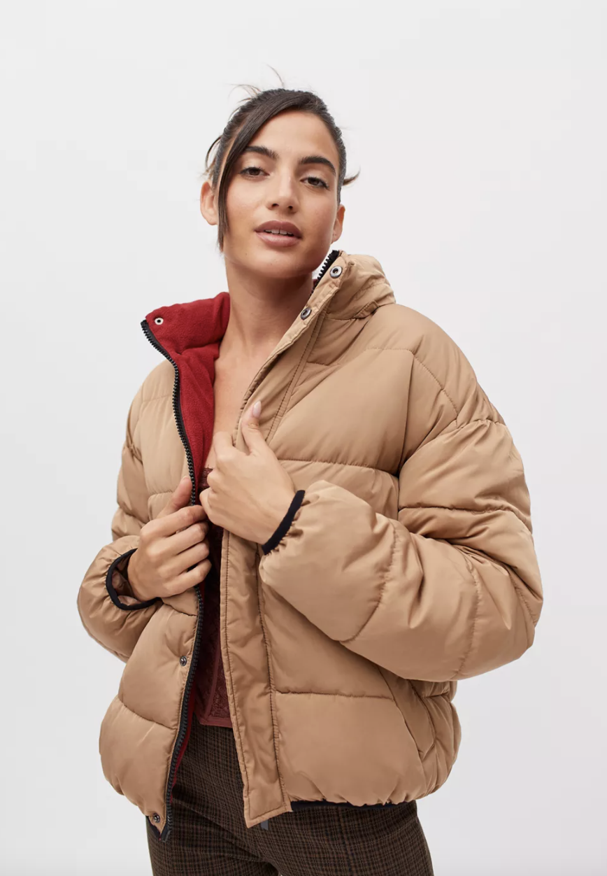 UO '90s Sport Puffer Jacket in light beige and red interior