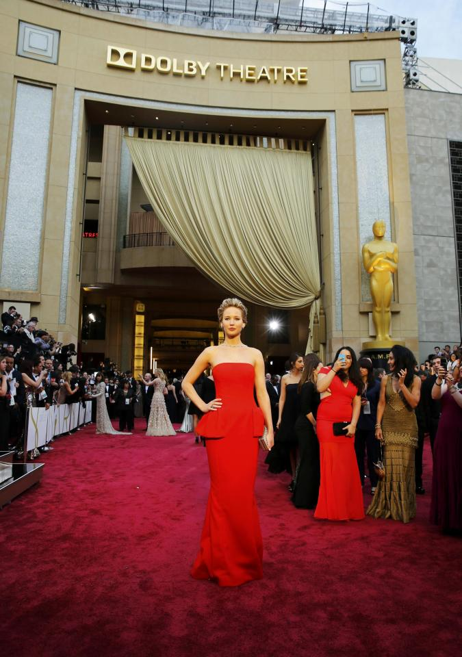"""Jennifer Lawrence, best supporting actress nominee for her role in """"American Hustle"""", arrives on the red carpet at the 86th Academy Awards in Hollywood, California March 2, 2014. REUTERS/Mike Blake (UNITED STATES TAGS: ENTERTAINMENT) (OSCARS-ARRIVALS)"""