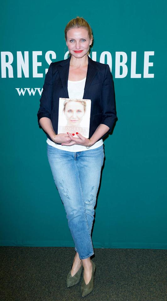 ...Kollegin Cameron Diaz gibt in ihrem Werk 'The Longevity Book: The Science of Aging, the Biology of Strength, and the Privilege of Time' dagegen Tipps, wie man sich mit fortschreitendem Alter fit hält und warum und wie wir überhaupt altern. Einen...