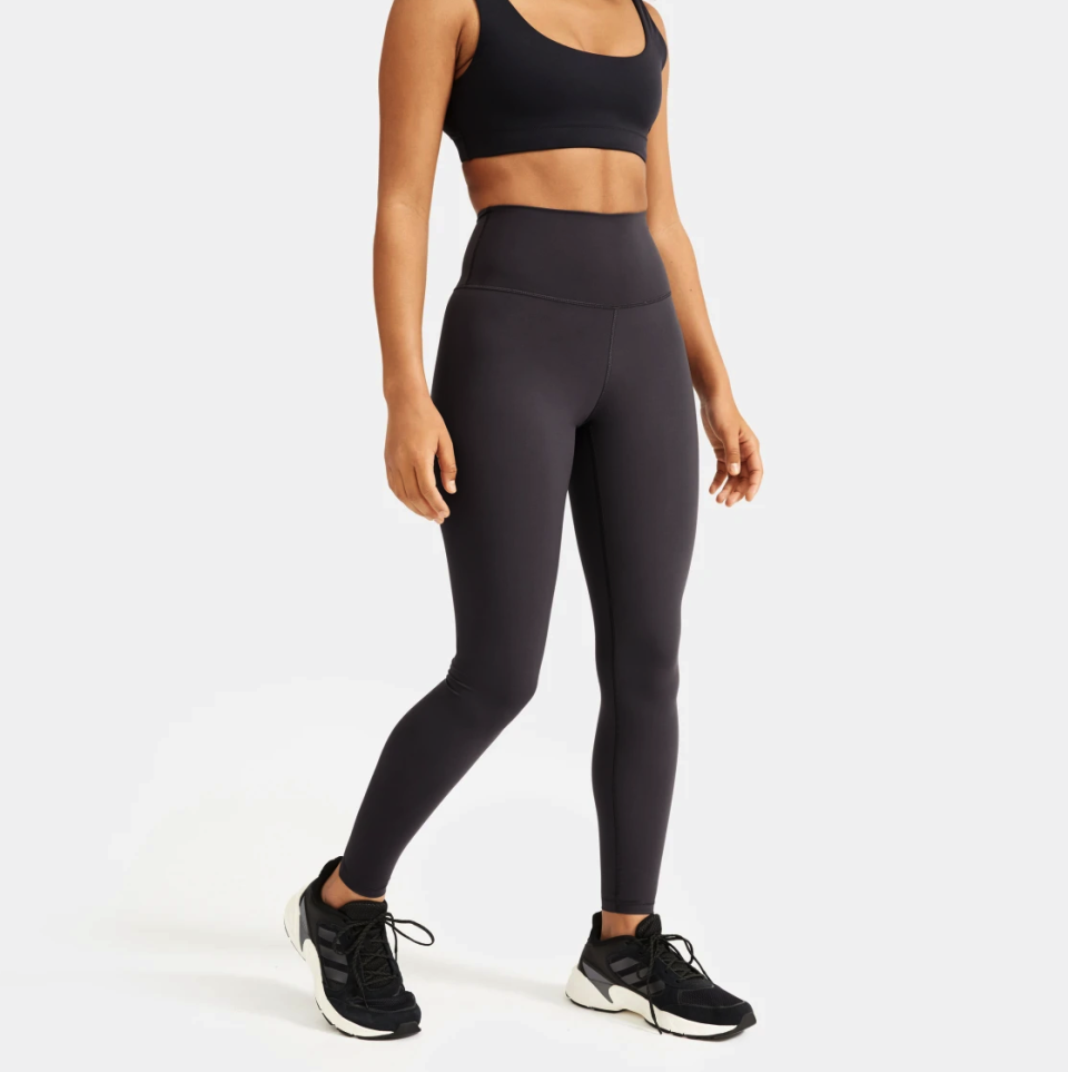 Everlane Perform Legging in Ink Grey