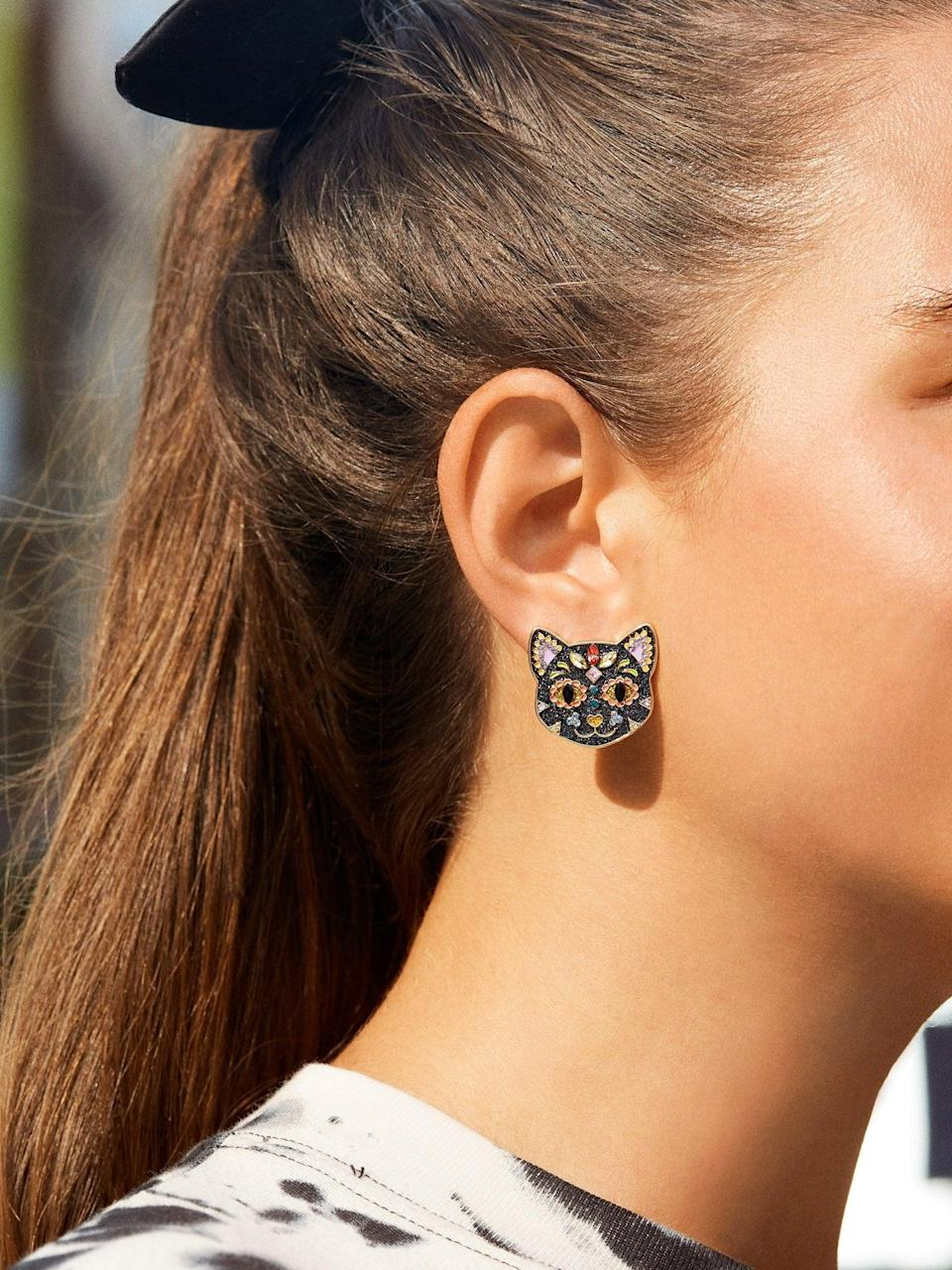 <p>Black cats are supposed to be bad luck, but look at these <span>BaubleBar Scaredy Cat Earrings</span> ($44). There's nothing scary about them; in fact, they're so cute!</p>