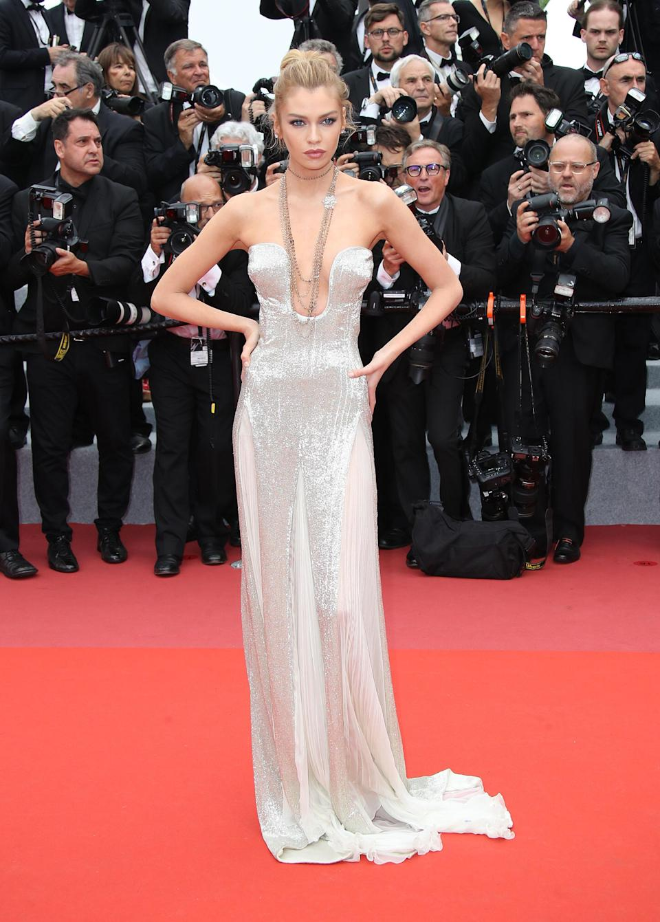 <p>At the 'Sorry Angel (Plaire, Aimer Et Courir Vite)' premiere, VS Angel Stella Maxwell shimmered in a silver bodice gown which she wore with chunky jewellery. <em>[Photo: Getty]</em> </p>