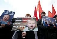 """Activists hold posters during a protest in support of Russian doctors and patients titled """"Stop the collapse of Moscow's medicine!"""", against reforms to the healthcare system in Moscow in this November 2, 2014 file photo. REUTERS/Sergei Karpukhin/Files"""