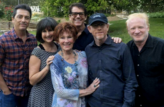 <em>Happy Days</em> cast members Scott Baio, Cathy Silvers, Marion Ross, Anson Williams, Ron Howard, and Don Most at Erin Moran's memorial service. (Photo: Scott Baio via Twitter)