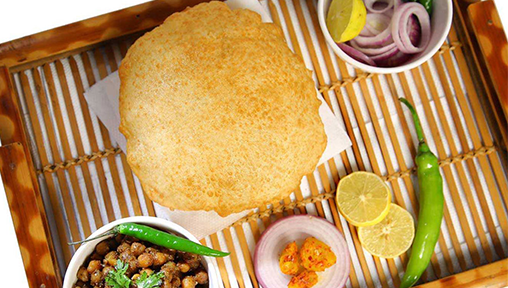 9 Must-Try Famous Street Food Joints in Delhi