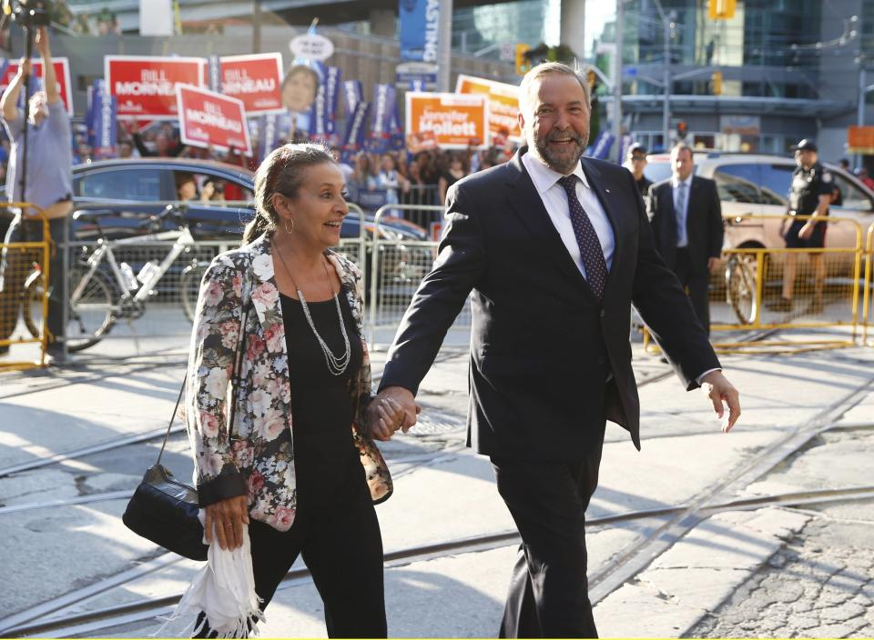 NDP leader Thomas Mulcair with his wife Catherine Pinhas (L) in Toronto August 6, 2015. (Reuters)