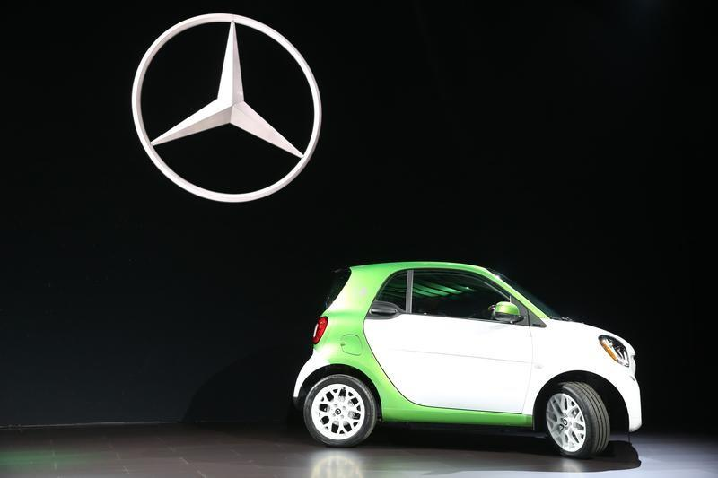 Mercedes Introduces The 2017 Smart Electric Car At 2016 Los Angeles Auto Show In