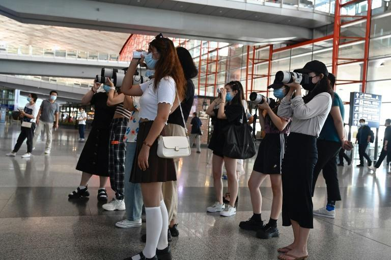 Fans holding cameras wait for celebrities at Beijing's Capital Airport (AFP/Jade GAO)