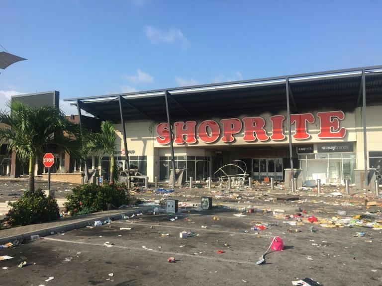 The Shoprite mall in Lekki Phase 2 was looted after the army repressed peaceful protestors gathered at the Lekki Toll Gate despite a curfew