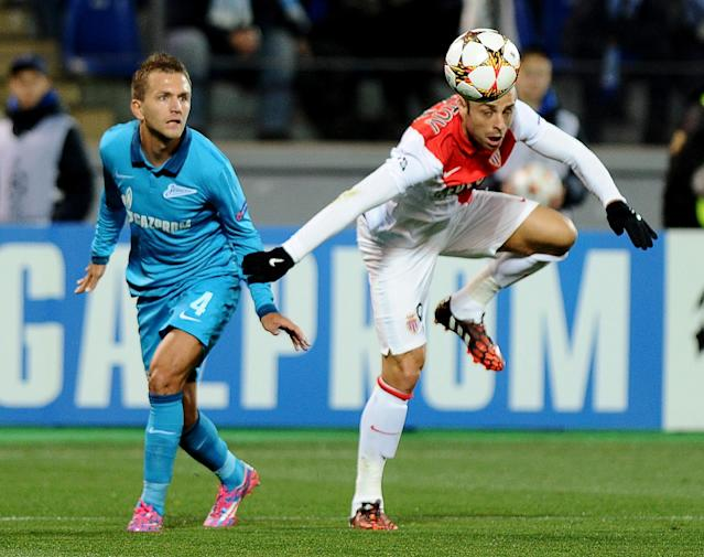 Zenit's Domenico Criscito (L) vies with Monaco's Dimitar Berbatov during their UEFA Champions league group C football match in Saint Petersburg on October 1, 2014 (AFP Photo/Olga Maltseva)