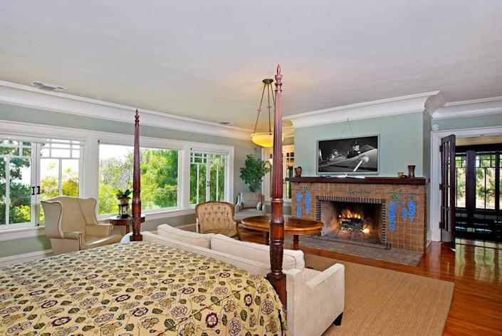 <p>Most of the sleeping quarters are upstairs. They include two master suites, each with its own fireplace.</p>