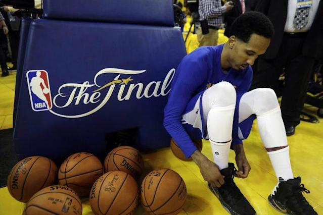 "<a class=""link rapid-noclick-resp"" href=""/nba/players/3821/"" data-ylk=""slk:Shaun Livingston"">Shaun Livingston</a> was a key reserve on two Warriors title teams. (AP)"