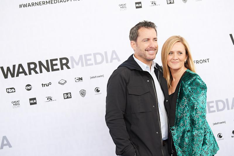 NEW YORK, NEW YORK - MAY 15: Jason Jones of TBS's The Detour (L) and Samantha Bee of TBS's Full Frontal with Samantha Bee attend the WarnerMedia Upfront 2019 arrivals on the red carpet at The Theater at Madison Square Garden on May 15, 2019 in New York City. 602140 (Photo by Dimitrios Kambouris/Getty Images for WarnerMedia)