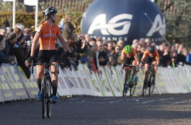 Annemarie Worst checks over her shoulder to make sure that she really has won the 2018 UEC Cyclo-cross European Championships in 's-Hertogenbosch in the Netherlands