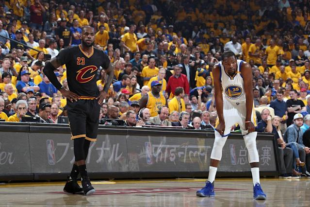 "LeBron James and <a class=""link rapid-noclick-resp"" href=""/nba/players/4244/"" data-ylk=""slk:Kevin Durant"">Kevin Durant</a> try to come up with something that rhymes with ""orange."" (Getty Images)"