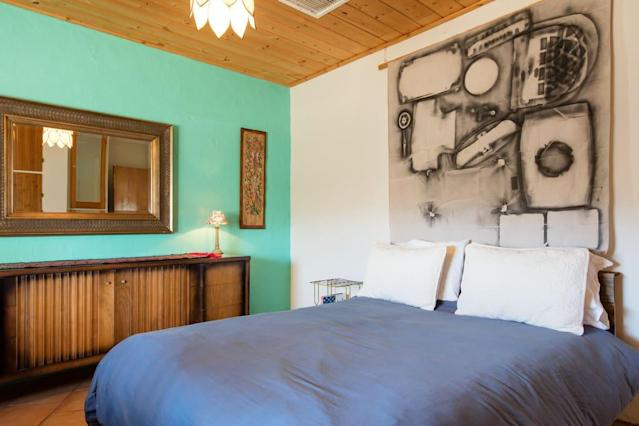 <p>Here's one of the home's two bedrooms. <br>(Airbnb) </p>