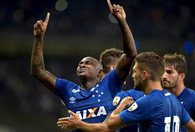 Soccer Football - Brazil's Cruzeiro v Chile's Universidad de Chile - Copa Libertadores - Mineirao stadium, Belo Horizonte, Brazil - April 26, 2018. Sassa of Cruzeiro celebrates his goal against Universidad de Chile with team mates. REUTERS/Washington Alves