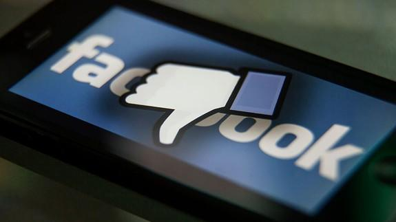 Facebook Downvote Button in Testing Lets Users Flag Comments