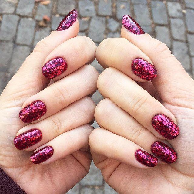 """<p>For nails that rival Dorothy's ruby slippers, apply three to four coats of a chunk dark pink glitter polish.</p><p><a href=""""https://www.instagram.com/p/_Hkv55kLfx/"""" rel=""""nofollow noopener"""" target=""""_blank"""" data-ylk=""""slk:See the original post on Instagram"""" class=""""link rapid-noclick-resp"""">See the original post on Instagram</a></p>"""