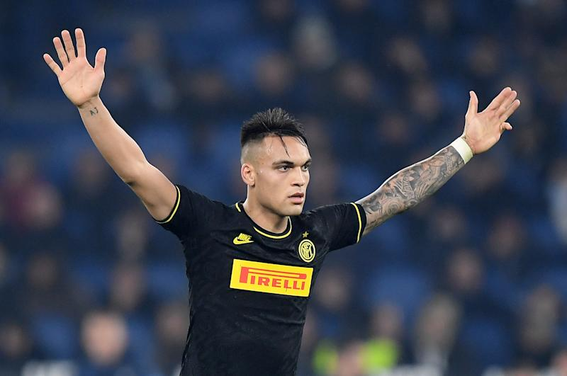 Inter Milan's Lautaro Martinez is being pursued by Barcelona. Or so says the transfer rumor mill, which is being questionably and conspicuously revved up right now. (REUTERS/Alberto Lingria)