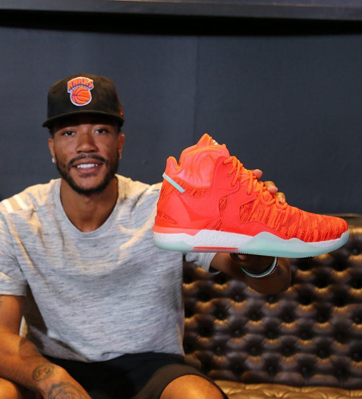 Rose holds up his new D Rose 7 shoe. (Nick DePaula) 789725735e89