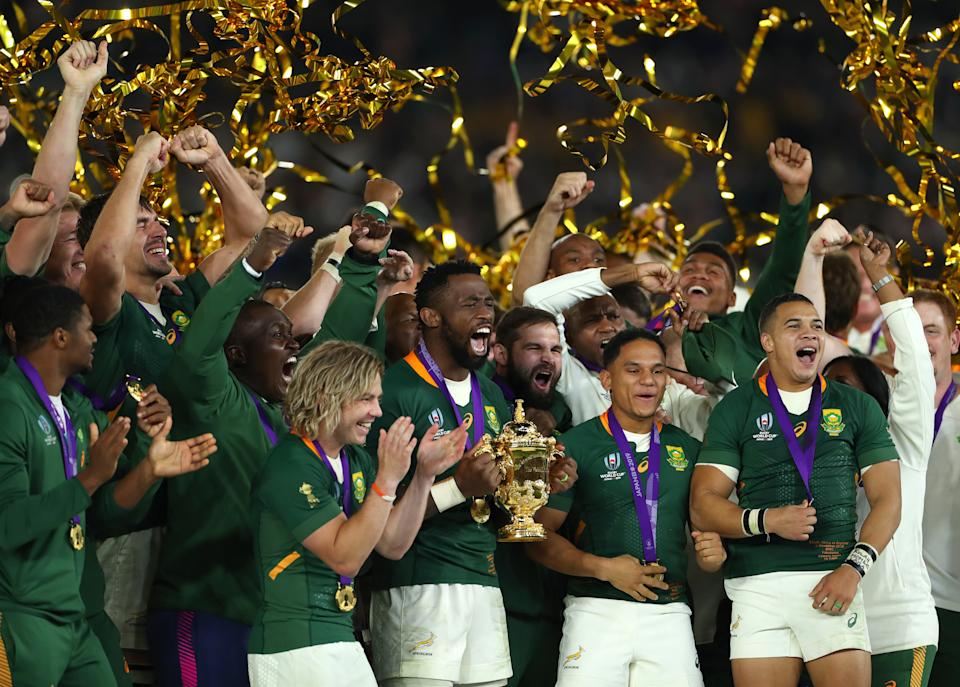YOKOHAMA, JAPAN - NOVEMBER 02: South Africa captain Siya Kolisi lifts the trophy with his team mates Faf de Klerk (l)  Herschel Jantjies (2nd r) and Cheslin Kolbe (r) after the Rugby World Cup 2019 Final between England and South Africa at International Stadium Yokohama on November 02, 2019 in Yokohama, Kanagawa, Japan. (Photo by Stu Forster/Getty Images)