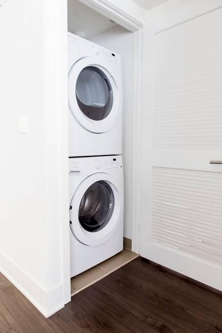 <p>The apartment has a stacked washer and dryer available for use, too. (Airbnb) </p>